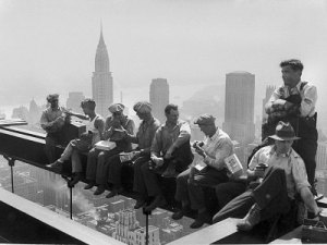 construction-workers-take-a-lunch-break-on-a-steel-beam-atop-the-rca-building-at-rockefeller-center